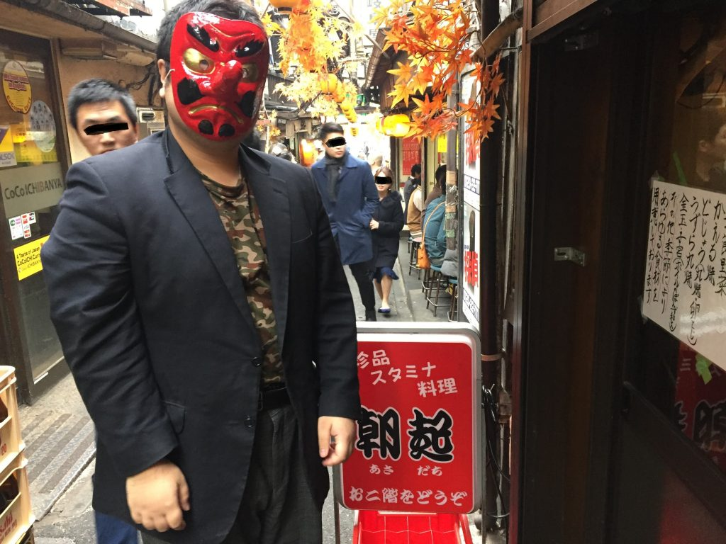 新宿の「朝起」店の前